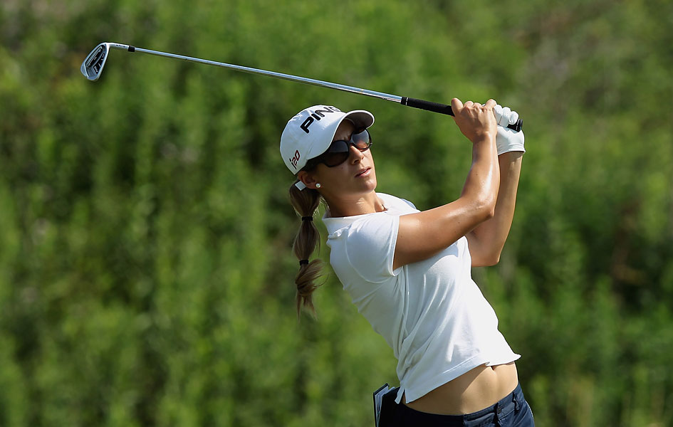 Azahara Munoz carded a one-over 73.