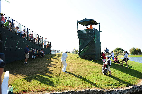 Watney made a stunning shot between the stands, which he holed for birdie on the par-3 ninth.