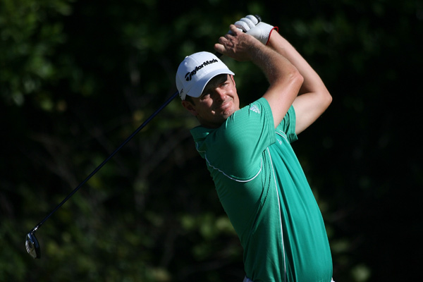 Rose made four birdies and a bogey on the back nine to finish tied for the lead.