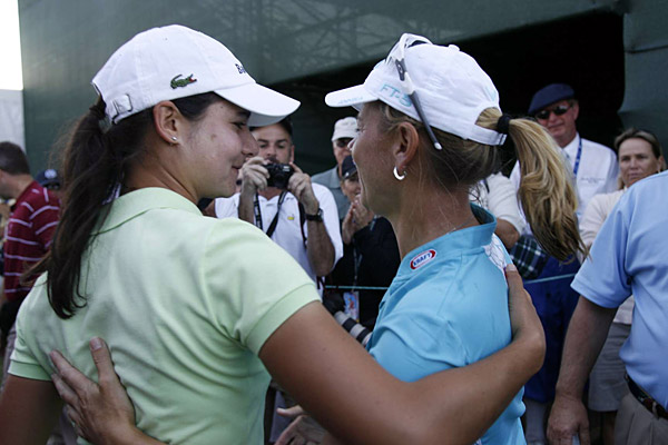 Lorena Ochoa, and several other players, greeted Sorenstam after her round.