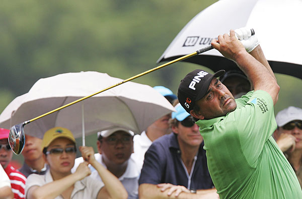 Barclays Singapore Open: Round 3                                                      U.S. Open champion Angel Cabrera extended his lead to four shots after a one-under 70.