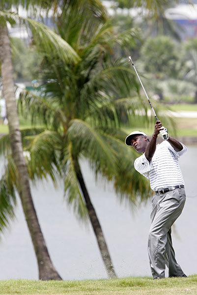 Vijay Singh shot a final-round 67, but lost to Cabrera by one.