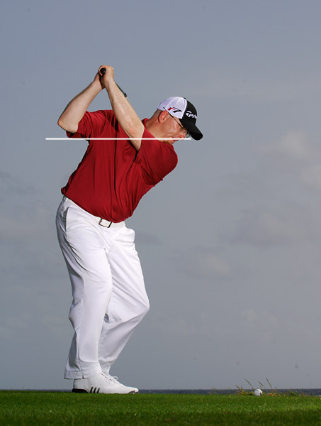 HOW TO MAKE CONSISTENT CONTACT ON THE SWEET SPOT                                                      Swing any club and stop at the top of your backswing. Make sure your elbows are at the same height and that your right elbow matches the quarterback throwing position shown above. (If you're out of position, move your arms and club until you find it.)