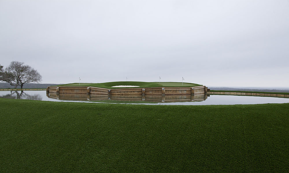 A more daunting view of Pelz's homage to Sawgrass.