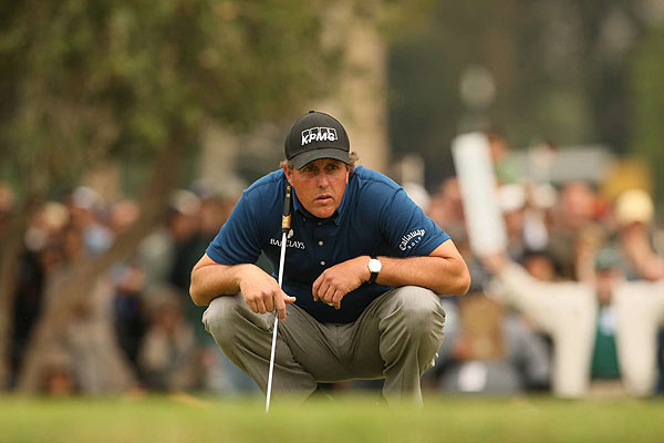 Mickelson had as much as a four-stroke lead on Sunday, but only won by one stroke after five bogeys.