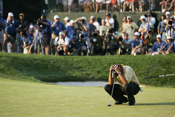 Phil Mickelson dejected on 18th hole after losing the 2006 U.S. Open with a double bogey on the final hole at Winged Foot.