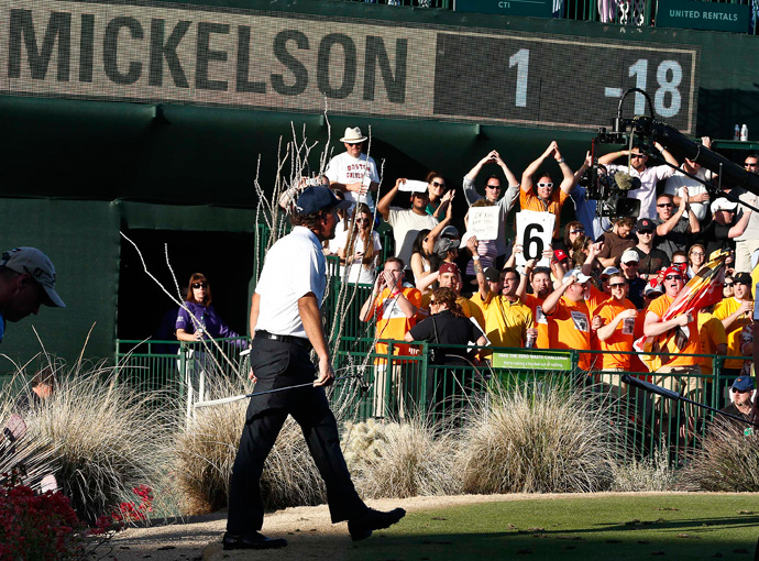 Mickelson received a huge ovation when he reached the tee at the par-3 16th.