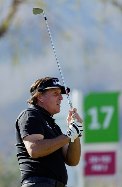 Phil Mickelson, who's been battling the flu, rebounded on Friday with a five-under 67.