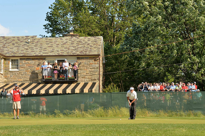 Fans did whatever they could to catch a glimpse of Mickelson.