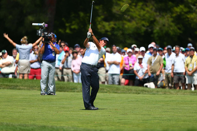 Mickelson got off to a slow start, but he made three birdies on the back nine to get back in the lead.