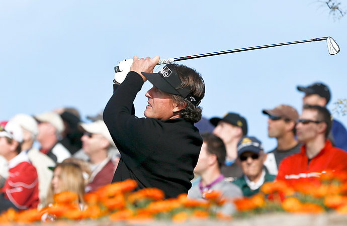 Phil Mickelson shot an incredible 11-under 60 in the first round at the Phoenix Open.