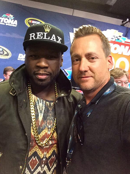 @IanJamesPoulter Quick selfie at #DAYTONA500 with @50cent