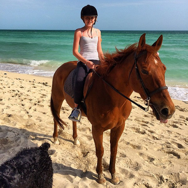 @IanJamesPoulter: Aimee taking prince down the beach.
