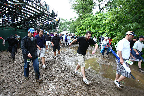 Fans returned on Friday morning as round one play resumed in the 109th U.S. Open, after a weather delay Thursday.