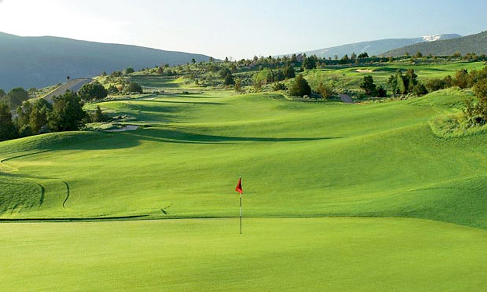 9. Red Sky Resort, Wolcott, CO; 970-754-8425, redskygolfclub.com                           If slalom is your thing and you're checked into a Vail Ranch lodging, you'll sure enjoy the slopes of two guests-only masterworks from Tom Fazio and Greg Norman. The Fazio hairpins through sagebrush and aspen forests, it's forgiving fairways traversing precipitous peaks and valleys by an alpine lake, amid eye-catching views of Vail's Back Bowls. Norman's design soars higher in the hills, affording panoramic vistas of mountain peaks and ski runs as it glides through dry gulches, hardy scrub oaks and clusters of Alister MacKenzie-style bunkers.