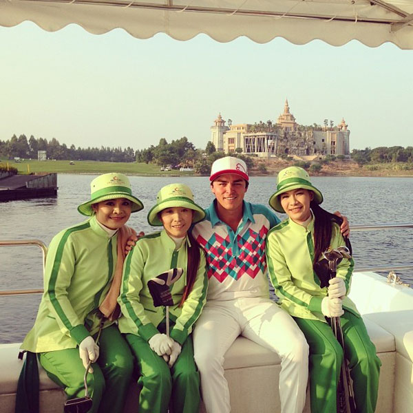 @rickiefowlerpga: Sorry @skovy14 but I got a couple local caddies for the week @ThaiGolfChamps  #ThaiGolfChpionship