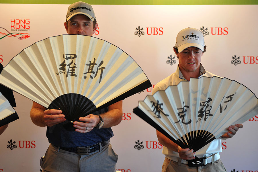 Justin Rose and Mcllroy received fans with their Chinese names on them at the 2011 Hong Kong Open press conference.