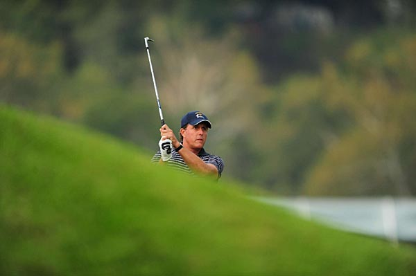 Mickelson and Kim were 4 up after six holes.