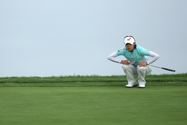 Na Yeon Choi made 10 birdies and a bogey for a nine-under 63 on Saturday. Choi leads Jiyai Shin by two strokes.