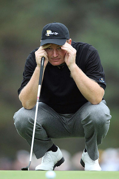 Ernie Els missed a putt on 18 that would have halved his match against David Toms and Jim Furyk.