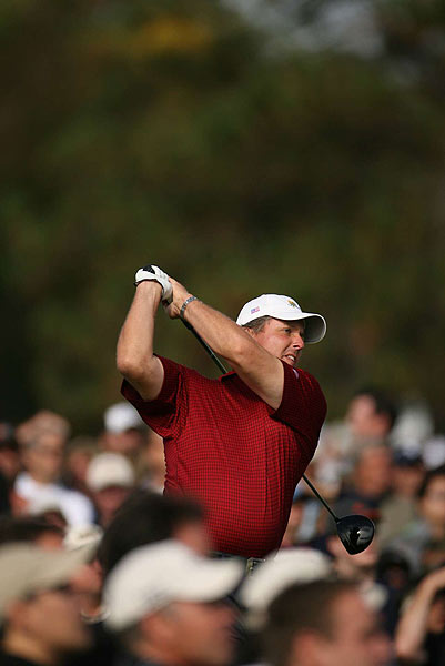 Phil Mickelson won his singles match against Vijay Singh, 5 and 4.