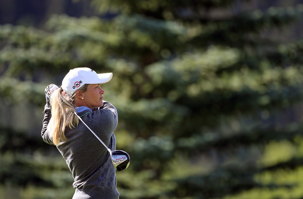 Suzann Pettersen made seven birdies and four bogeys for a share of the lead with Song-Hee Kim.