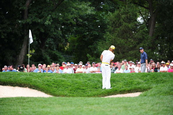 Villegas chipping from a tricky lie on Sunday.