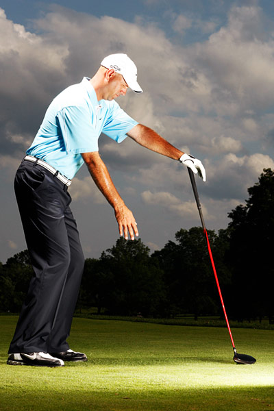 DRILL: HOW TO MAKE A FULL SHOULDER TURN                           Before I hit a shot, I take the club in my hand and turn against it like a post, tryng to make the biggest shoulder turn I can.