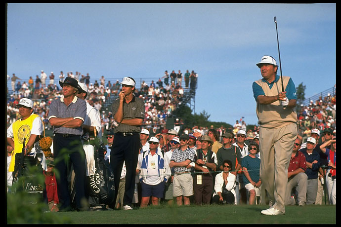Greg Norman and Paul Azinger watch Ray Floyd at the 1995 U.S. Open at Shinnecock.