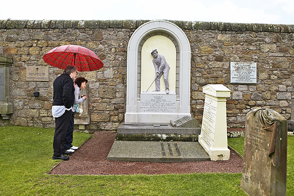 Golf lovers, including many pros, frequented the cemetery to pay their respects at the graves of Old and Young Tom Morris.