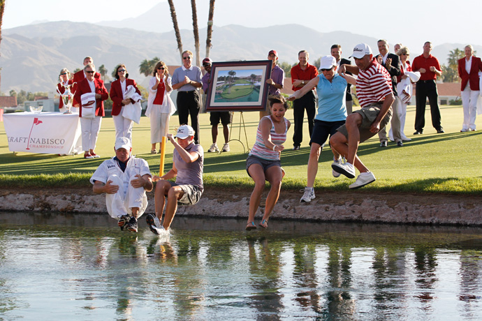 Stacy Lewis' mom, Carol (second from right), injured her leg during their celebration in 2011.