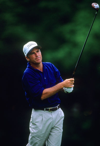 In 1995, Team USA fielded a solid squad and all signs pointed toward a third-straight victory for the Americans as Augusta stalwart Fred Couples was the other captain's pick. Only one of the two picks performed. Couples went 2-1-1 while Strange failed to record a point, losing all three matches.