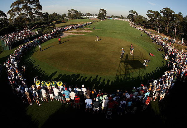 Record crowds turned out to see Tiger Woods's first round at the Australian Masters.