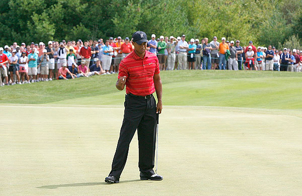 Woods got off to a hot start and shot 30 on the front, including four birdies and an eagle.