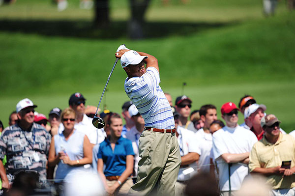Woods quickly gave up a shot Friday with a bogey on the first hole.