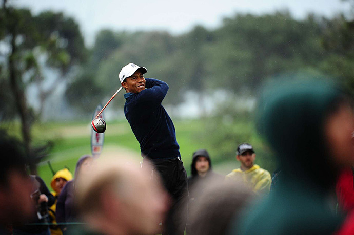 Woods made an eagle, six birdies and a bogey.