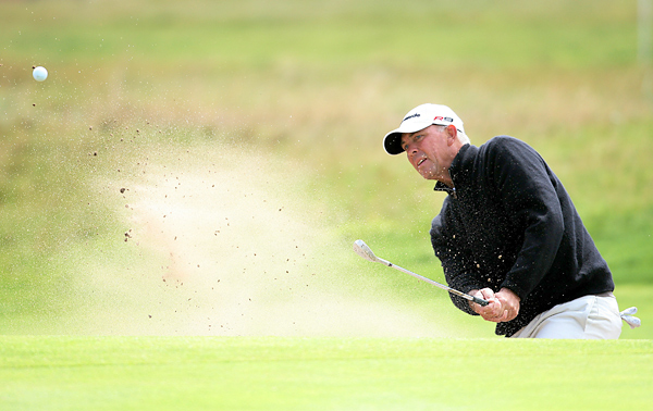 American Tom Lehman,the 1996 British Open Champion, finished the first round with an even-par 71.
