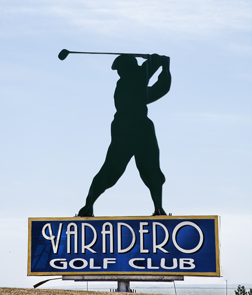 The sign for the Varadero Golf Club.