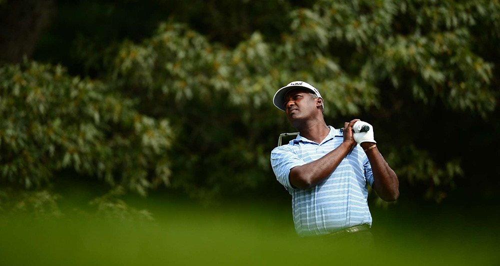 Vijay Singh moved into contention with a bogey-free 67.
