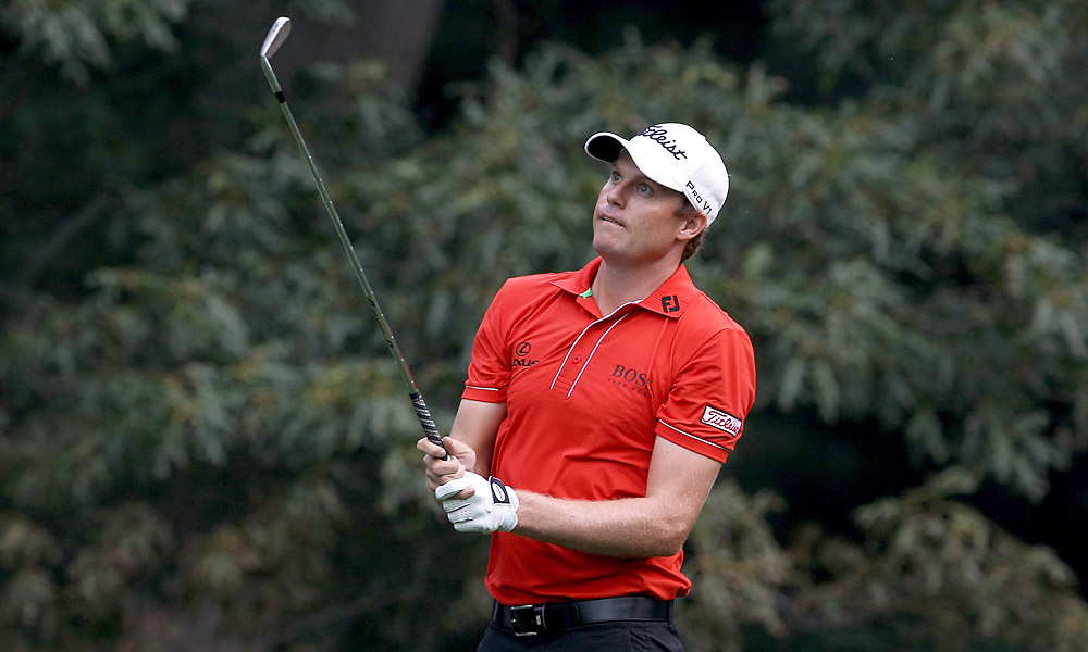 Nick Watney put together an incredible six-under 65 to get close to the early lead.