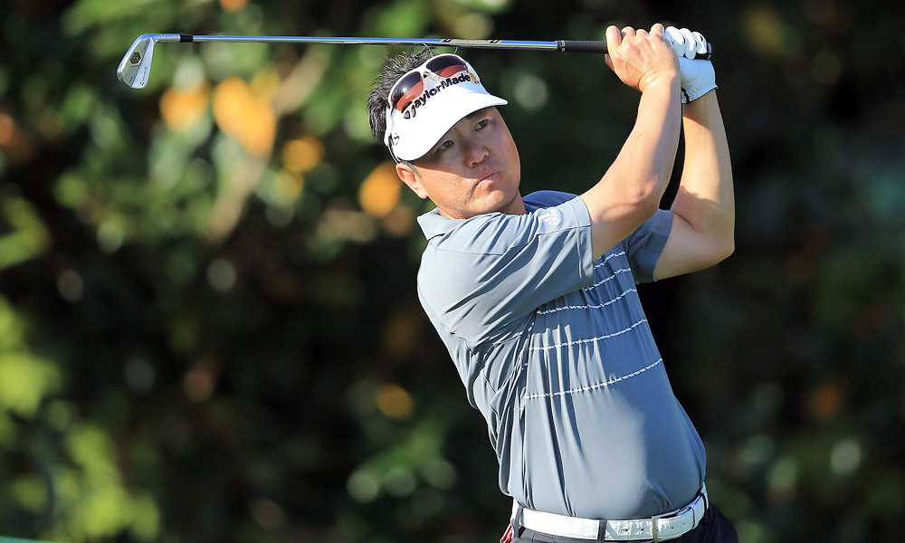 Charlie Wi fired a six-under 66 to take the lead.