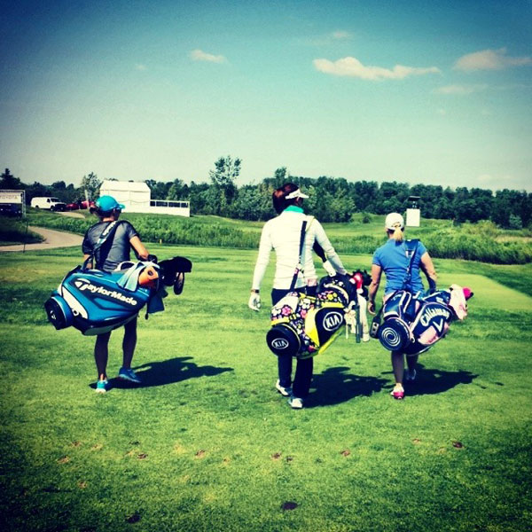 @themichellewie: We thought caddying looked easy so we gave it a try...lasted about 5 yards. These bags are heavy! #caddiesareathletes #Canada @mpressel@jayemgreen