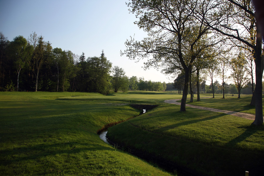 Home of the country's National Golf Centre, the facility also includes the stellar Hotchkin course, originally designed by Harry Colt and later tweaked by its namesake, Stafford Vere Hotchkin.