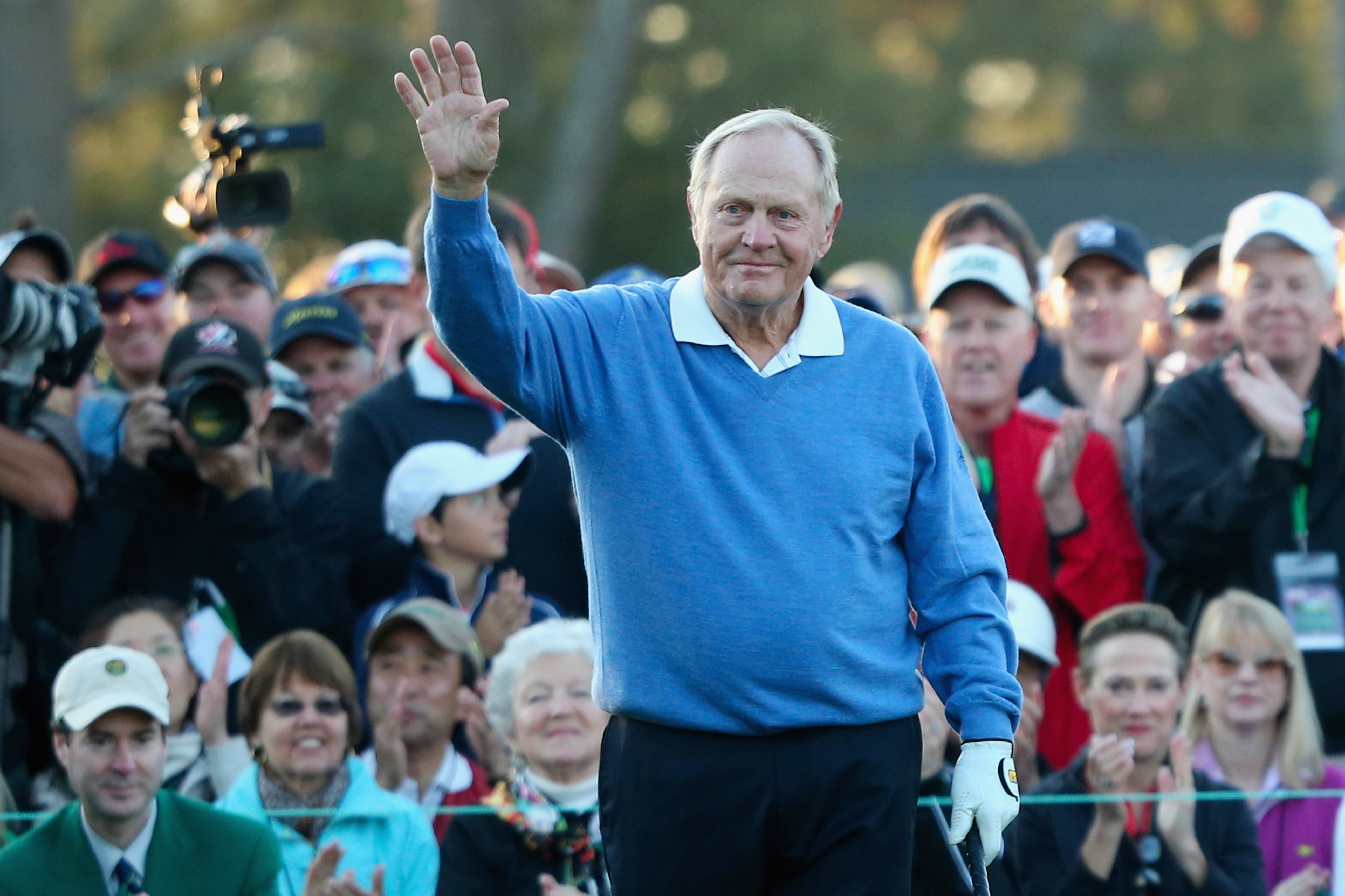 Jack Nicklaus acknowledges the crowd on the first tee at Augusta National at the start of the 2014 Masters.