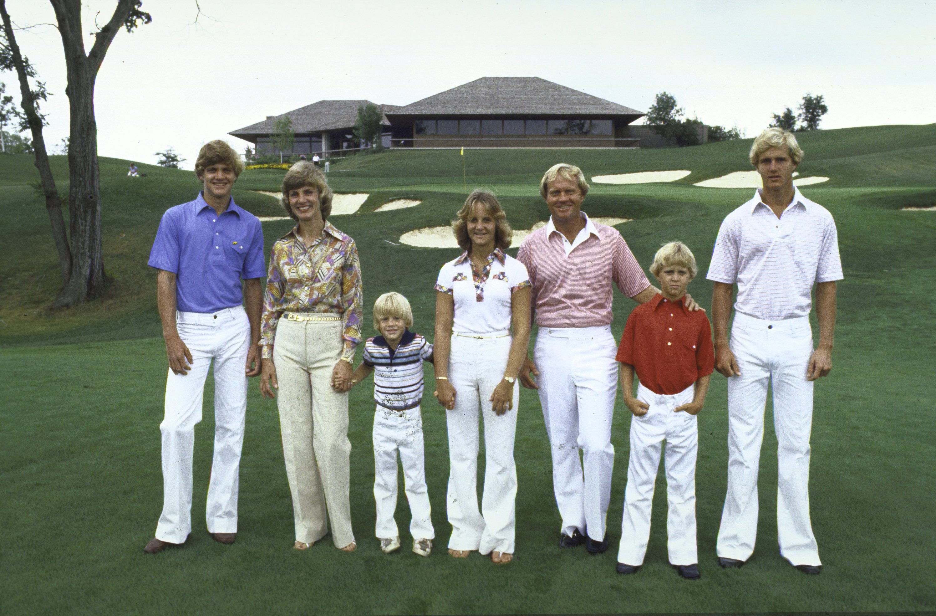 Jack Nicklaus w. family (L-R) Steve, wife Barbara, Michael, Nan, Gary and Jackie in 1978
