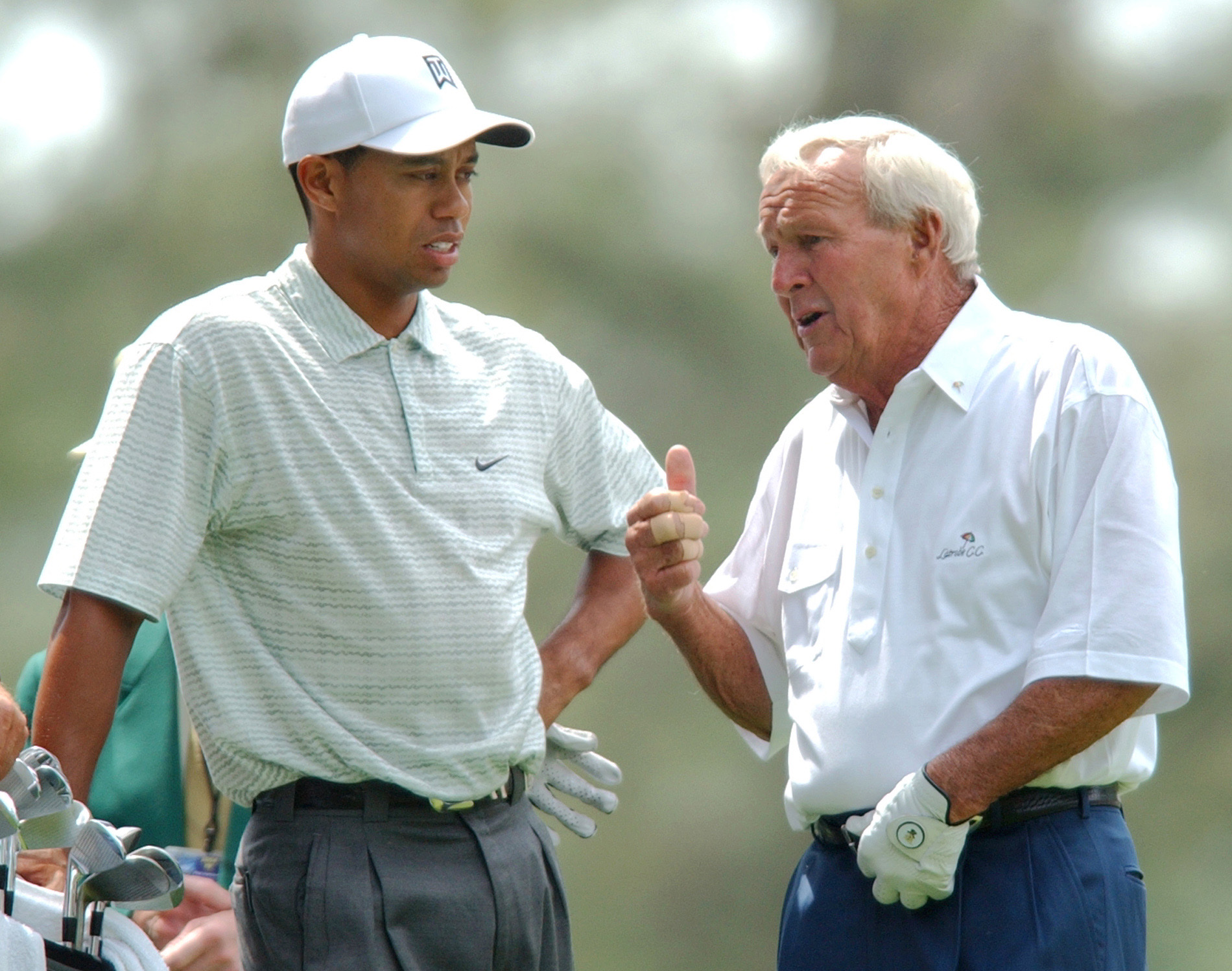 Tiger Woods and Arnold Palmer chat at the 2004 Masters Par-3 Contest.