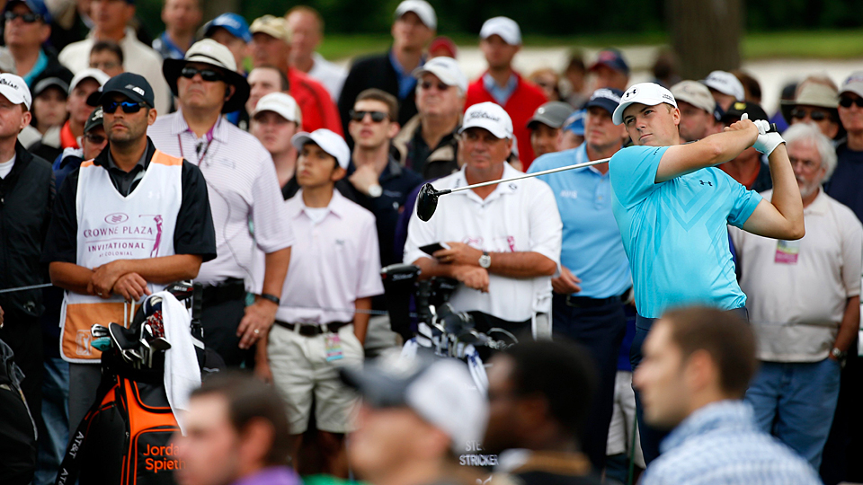 Jordan Spieth shot a six-under 64 on Thursday to tie for the lead.
