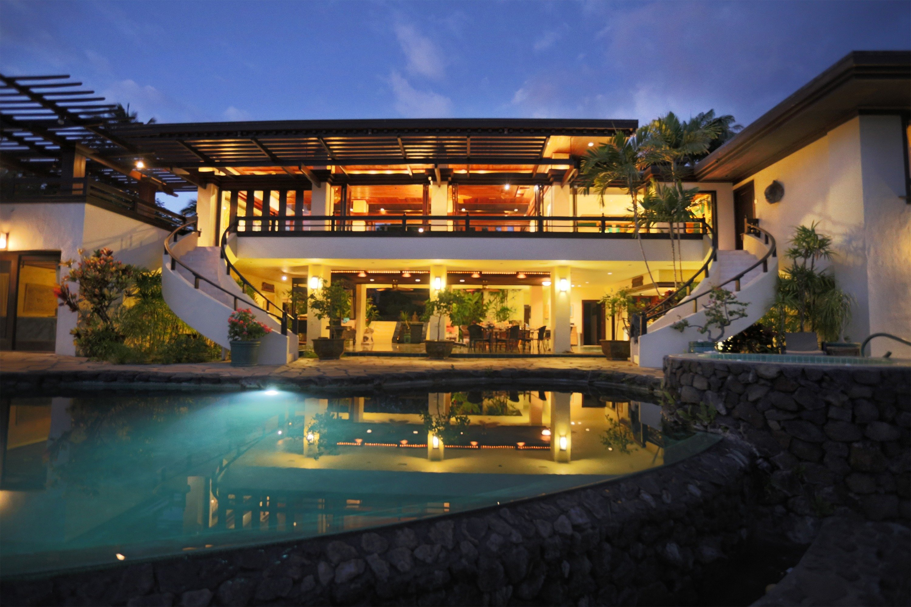 This Hawaii rental is only a 10 minute walk to Mauna Kea Beach Resort.