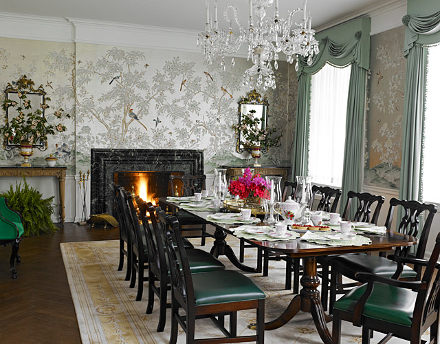 The suite's dining room.
