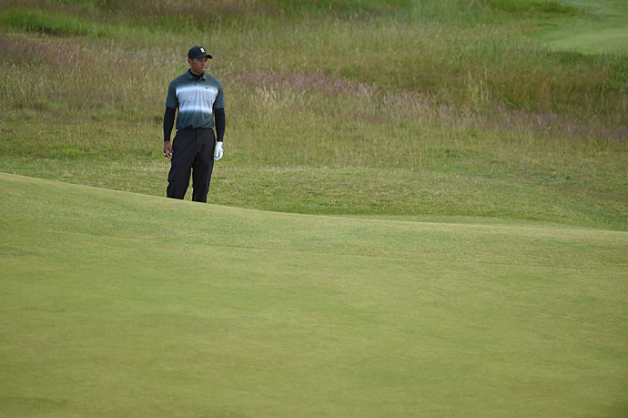 Tiger Woods' struggles continued on Friday at the Old Course.